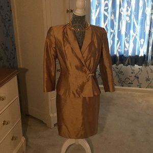 Gold Mother of the bride/groom dinner suit size 4